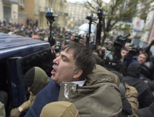 З'явилося відео затримання Саакашвілі в київському ресторані. ВІДЕО