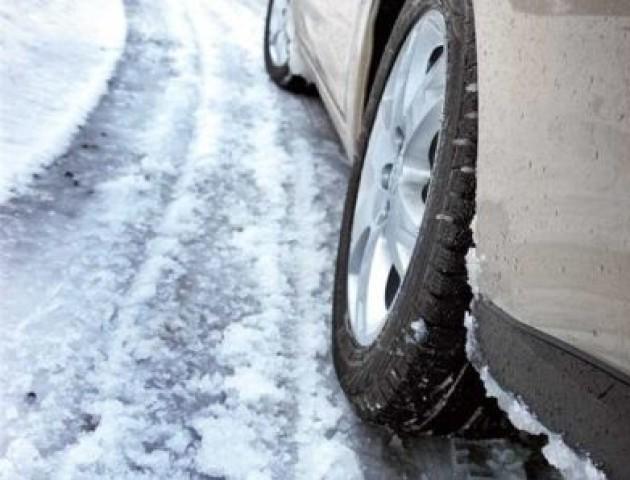 На дорогах мокрий сніг та ожеледиця: волинян закликають бути обережними