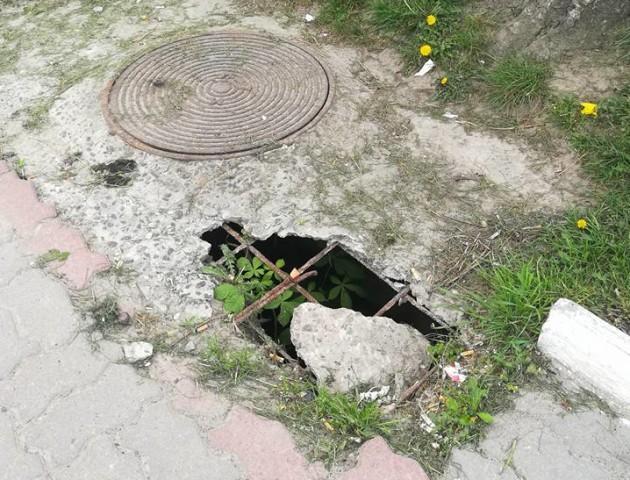 Урбаністика по-нововолинськи:  біля церкви - аварійний люк з ямою