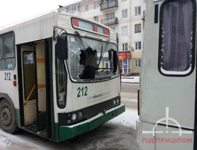 У Луцьку тролейбус врізався в маршрутку. ФОТО