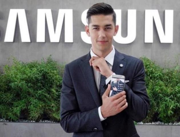 Компанія Samsung розробила оригінальний спосіб для заряджання смартфону