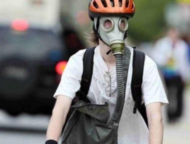 Лучани скаржаться на неприємний запах у двох мікрорайонах міста