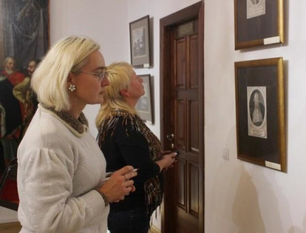 У луцькому Художньому музеї показали скарби олицького палацу. ВІДЕО