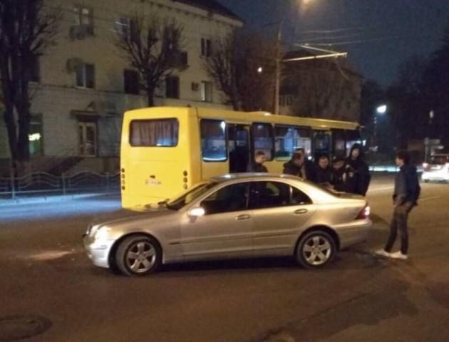 Через аварію за участі маршрутки в Луцьку - «тягучка»