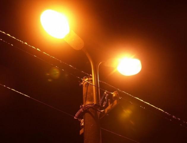 Навіть маршрутники бояться їхати: у Луцьку район тоне в темряві. ФОТО