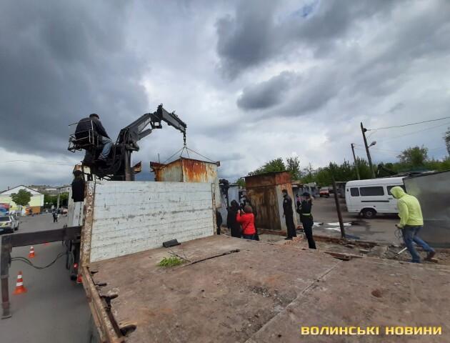 У Луцьку знесуть ще кілька контейнерів на Старому ринку