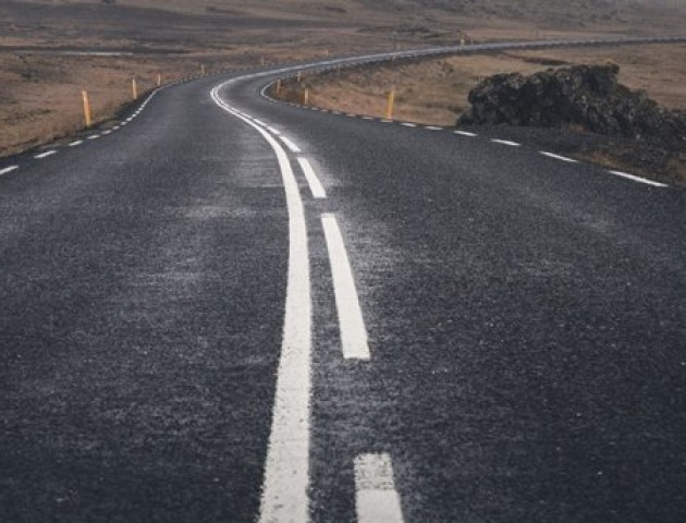 Водії скаржаться на неправильно нанесену розмітку на волинській дорозі. ВІДЕО