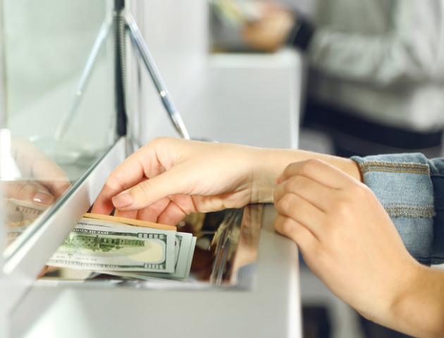 Курс валют на 21 листопада: НБУ «заморозив» долар в Україні