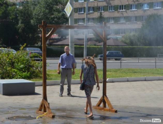 Водяні завіси в Луцьку: як освіжаються лучани. ФОТО