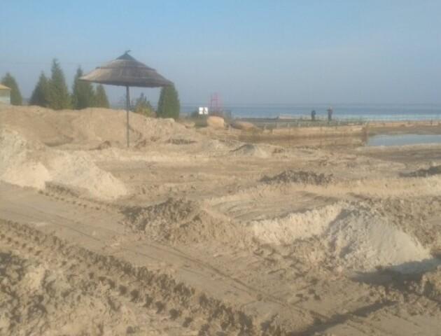«30 камазів»: куди вивозили пісок із обмілілого Світязю