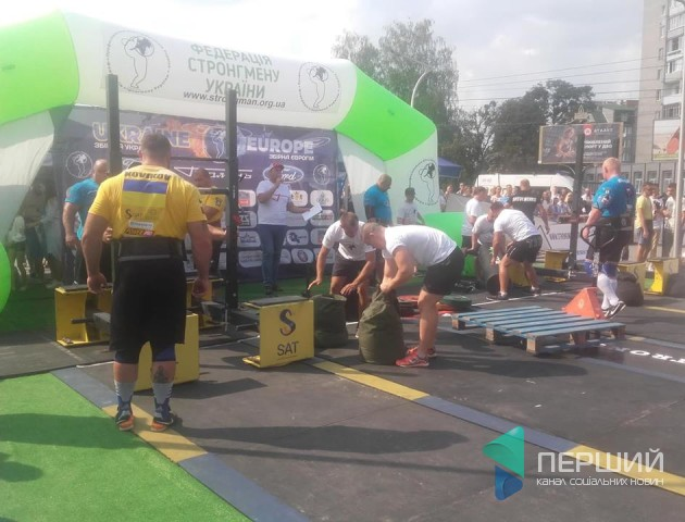 У Луцьку стартували міжнародні змагання зі стронгмену. ФОТО