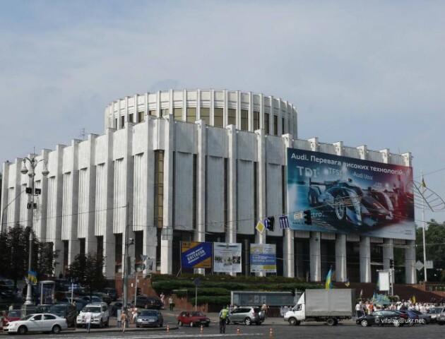Адміністрація президента може переїхати в Український дім