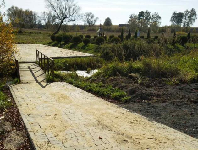 Нова дорога та стоянка з бруківки: у Воротневі облаштували територію біля джерела