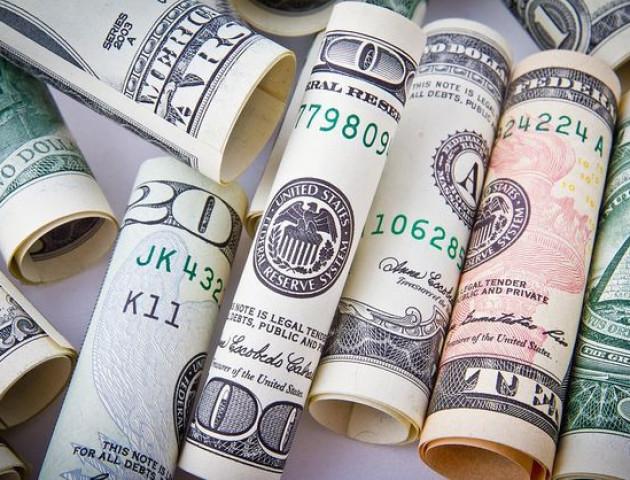 Курс валют на 1 грудня: долар та євро стрімко «кинулися» вгору