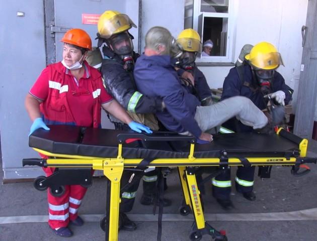 Вибухи й поранення: тренуються рятувальники Луцького гарнізону. ФОТО. ВІДЕО