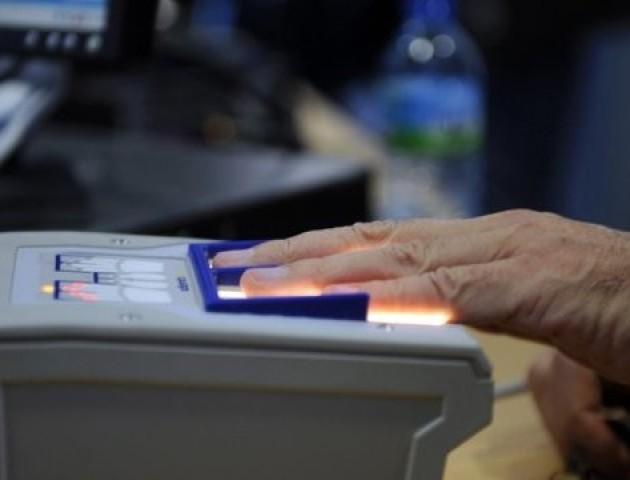 Україна вводить біометричний контроль для всіх громадян РФ раніше, ніж планувалося