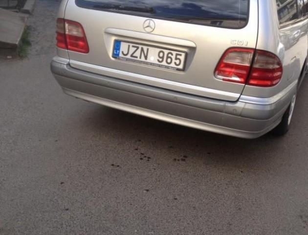 У Луцьку водійка на «євробляхах» стукнула припаркований автомобіль та втекла