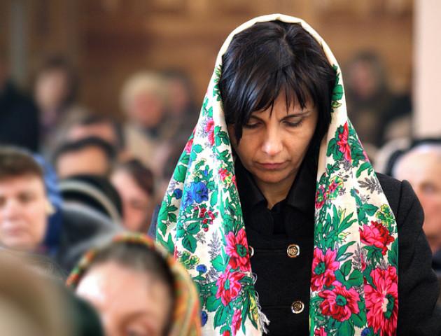 Жінки без хусток і відспівування католиків: ПЦУ змінить правила для вірян