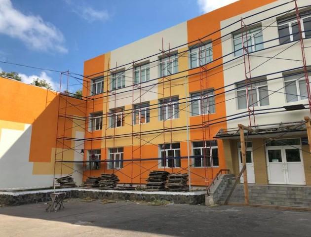 Показали, як утеплили фасад школи №1 у Луцьку. ФОТО