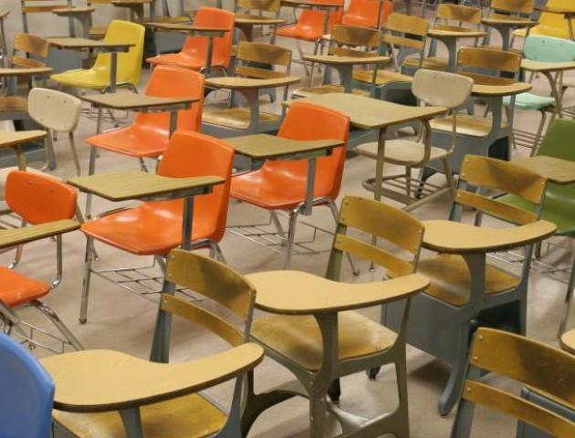 Деякі волинські першокласники почнуть навчання без парт