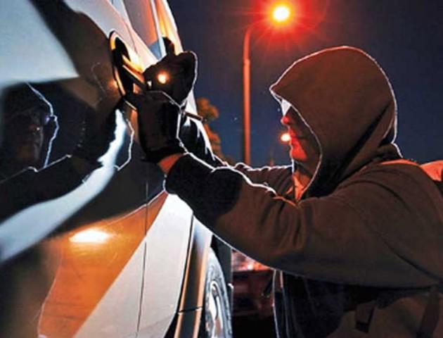 Посеред ночі в Луцьку викрали дві машини