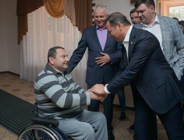 Волинські радикали привітали з днем народження однопартійця з геріатричного пансіонату