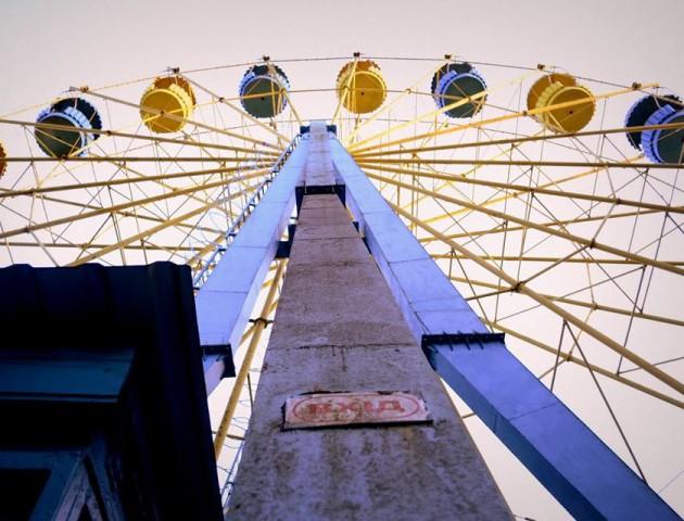 «Хоч би донизу спуститися», – лучанин про колесо огляду в парку