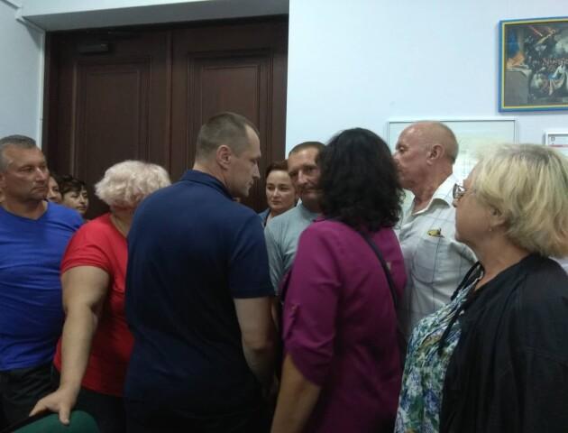 «Прив'язати Петрочука, як Башкаленка!!!»: у Луцькраді скандалять через торговий центр