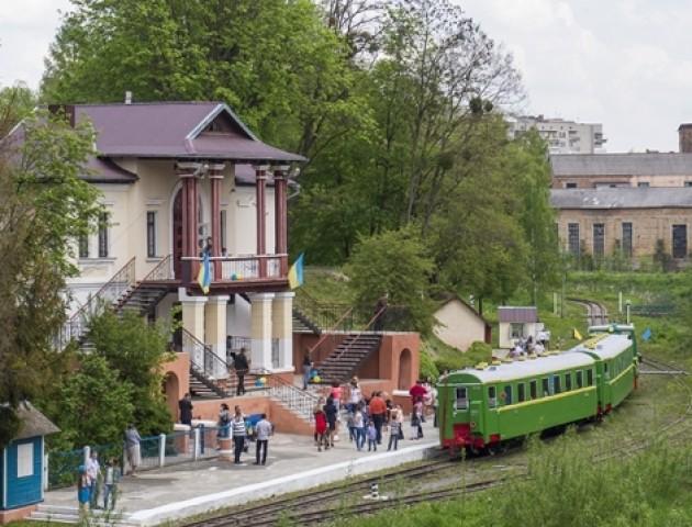 У Луцьку запрацювала дитяча залізниця. ВІДЕО