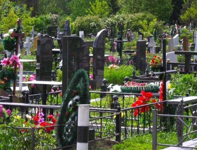 У Луцьку на Провідну неділю закриють міські кладовища