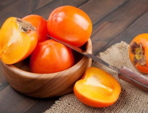 Чим корисна хурма і скільки її треба з'їдати в зимовий період?