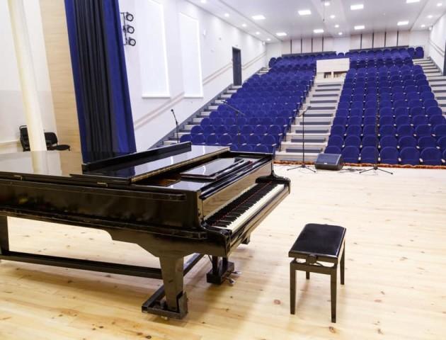 У луцькій музичній школі завершили ремонт концертного залу. ФОТО