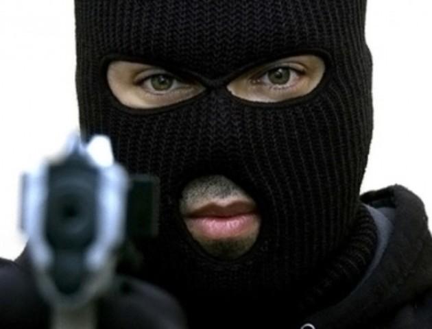 Озброєні бандити пограбували луцького «валютника». ВІДЕО