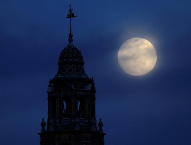 Жителі Землі зможуть спостерігати «блакитний Місяць»