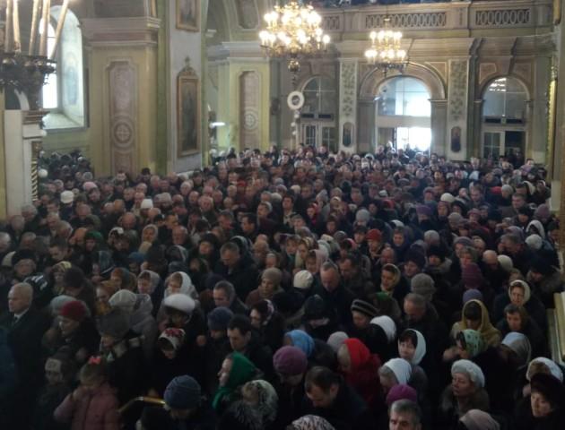 У Свято-Троїцькому соборі Луцька почалося Різдвяне Богослужіння. ФОТО