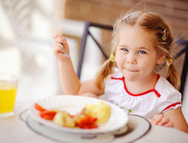 Відомо, скільки платитимуть лучани за харчування дітей у садках і школах