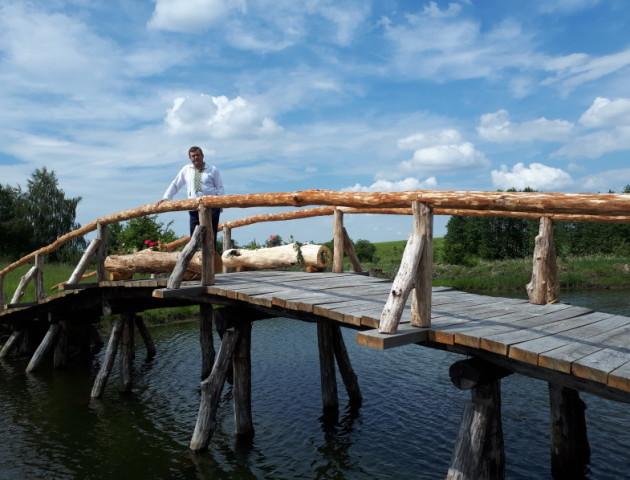 Волинський суддя власноруч збудував міст