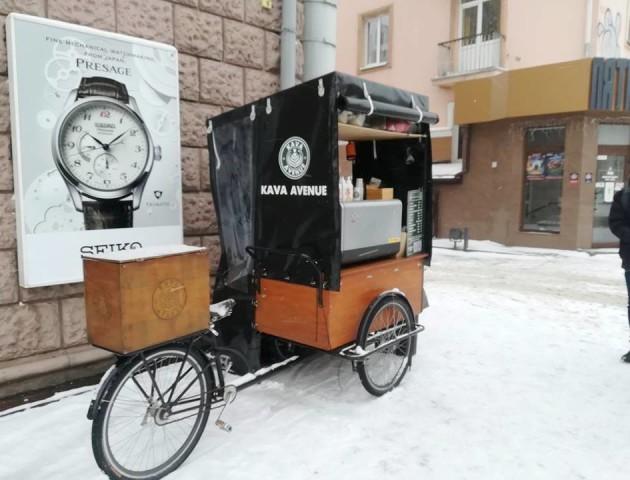 Чому не мерзнуть продавці вуличної кави у Луцьку. ФОТО