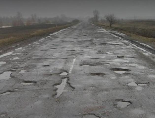 Машини гублять колеса: волиняни скаржаться на погану дорогу. ВІДЕО