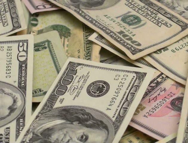 Курс валют на 2 жовтня: долар дешевшає, євро дорожчає