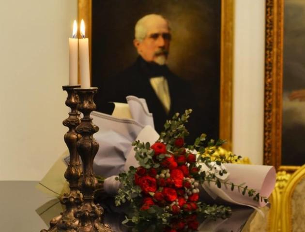 Церемонія серед мистецтва: у луцькому музеї одружилася пара. ФОТО