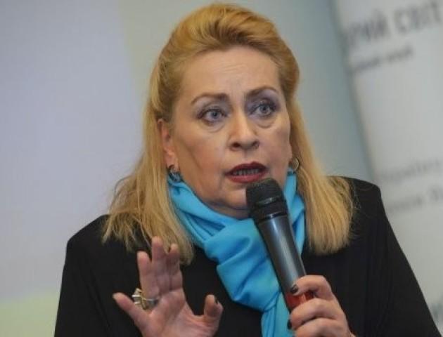 Психолог порадила українцям позбутися мотиватора «а що скажуть люди»