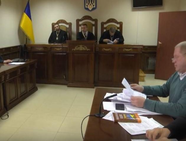 Начальник поліції в Любешеві, який погорів на хабарі, просить пом'якшити рішення суду. ВІДЕО