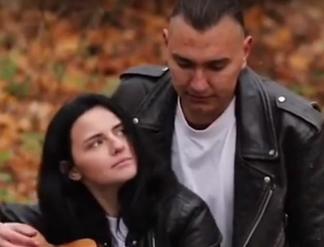 Пара з райцентру Волині зняла романтичний кліп на відому пісню. ВІДЕО