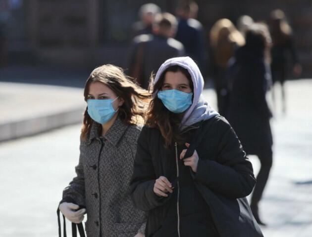 За добу до лікарень потрапило майже 2 тисячі українців з COVID
