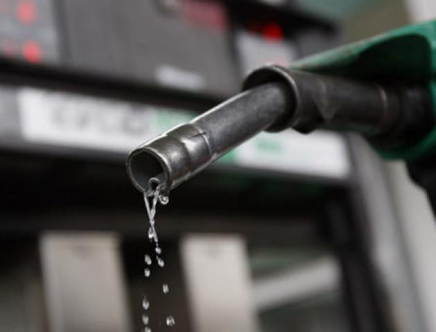 В Україні ціни на бензин і дизпальне впали на 15-50 копійок