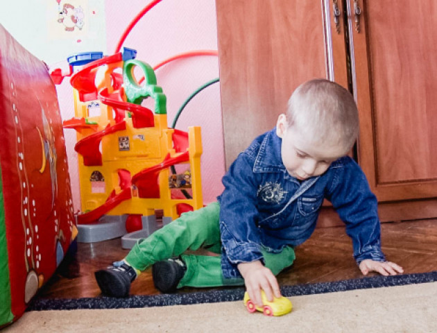 Батьки хворого хлопчика з Волині за 2 роки провідали його лише 3 рази