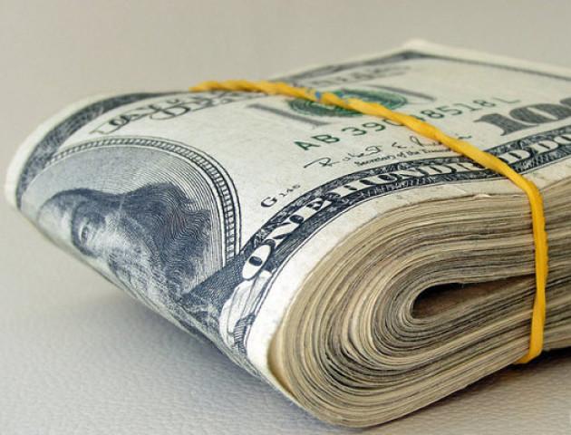 Шахрай у банку представився працівником і видурив у лучанина гроші
