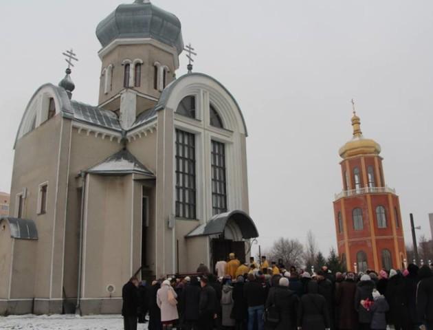 Освятили дзвіницю луцького храму