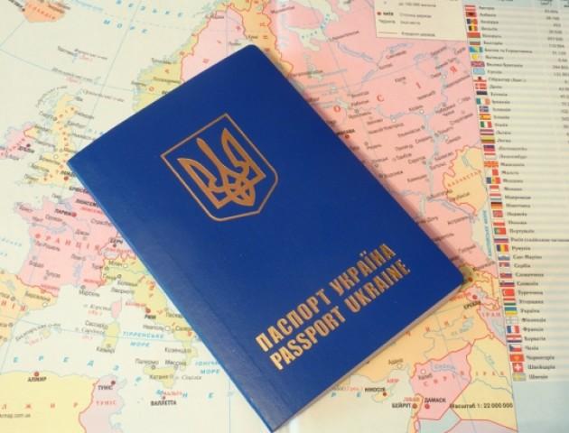 Куди найбільше виїжджають українці: основні напрямки